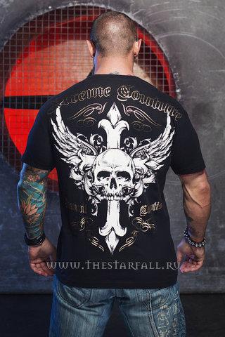 Футболка Xtreme Couture от Affliction ANNUIT спина на модели принт череп, крест и крылья