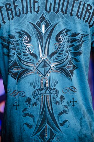 Футболка Xtreme Couture Loyal Following от Affliction принт на спине крест и крылья