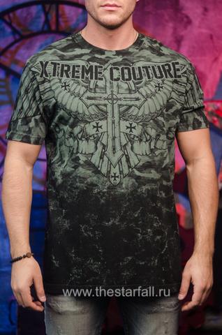 Футболка LOST SOLDIER Xtreme Couture от Affliction зеленого цвета перед на модели