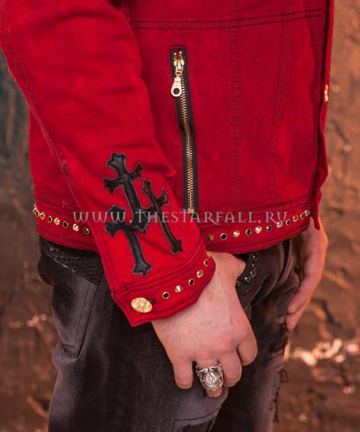 Красная джинсовая куртка The Saints Sinphony OUT FOR BLOOD TSJ004 рукав на модели