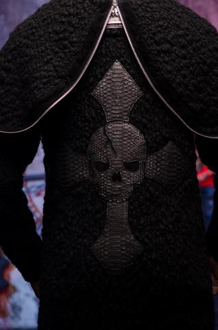 Мужской кардиган с капюшоном от 7.17 Studio Luxury 228030 крест и череп из кожи питона на спине