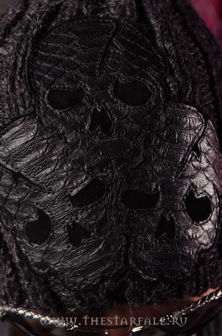 Шапка Scream 5 от 7.17 Studio Luxury с тремя черепами из кожи питона аппликация из кожи черепа спереди