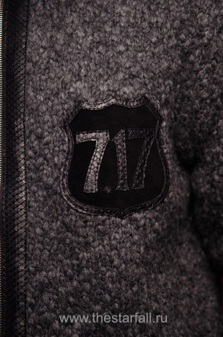 МУЖСКОЙ КАРДИГАН С КАПЮШОНОМ ОТ 7.17 STUDIO LUXURY ST2256101 лого из кожи спереди