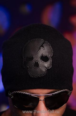 Шапка Involvement от 7.17 Studio Luxury с кожаным черепом перед