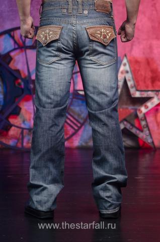 Affliction | Джинсы мужские Los Angeles Premium A1654 сзади на модели