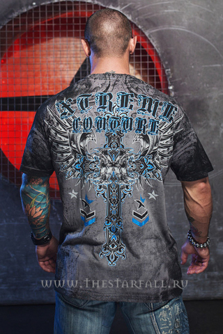 Футболка IRONWORK Xtreme Couture от Affliction спина на модели