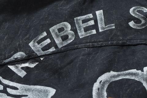 Rebel Spirit | Худи мужское RFTZH151648 принт на спине крупным планом