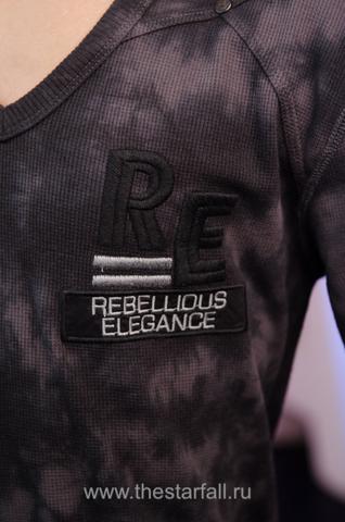 Пуловер Rebel Spirit TH121417 передняя вышивка
