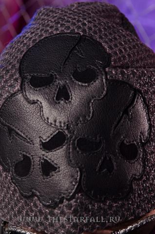 Шапка Antonio Barragan Demon Riff AB06 с тремя кожаными черепами