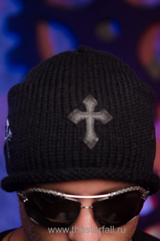 Шапка Mission от 7.17 Studio Luxury с тремя кожаными крестиками перед