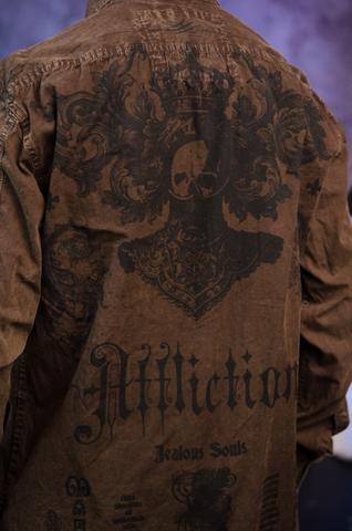 Affliction   Рубашка мужская A225582 принт на спине на модели
