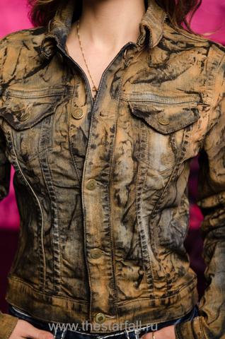 Джинсовая куртка Robin's Jean RJ55 перед на модели