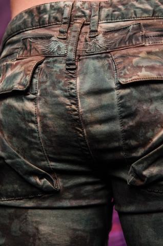 Джинсы Robins Jean Military Green Camo вышивка сзади