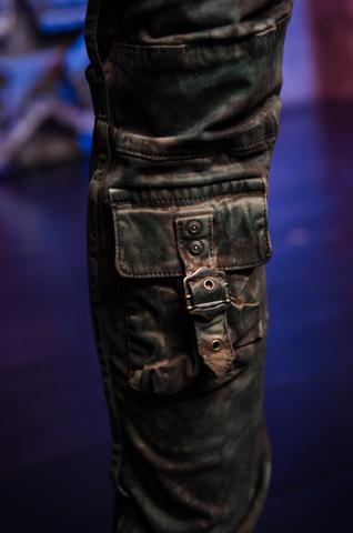 Джинсы Robins Jean Military Green Camo нижний карман спереди