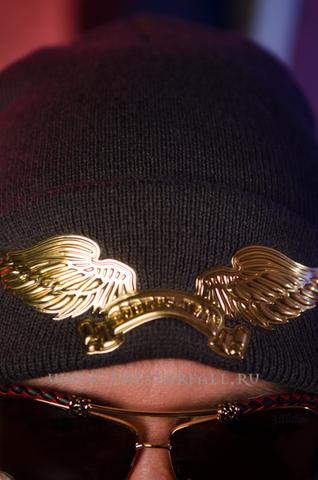Шапка Robin's Jean 35374 детально крылья спереди