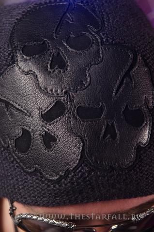 Шапка Scream 3 от 7.17 Studio Luxury с тремя черепами аппликация из кожи