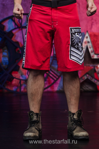 Xtreme Couture | Шорты мужские Venot Red от Affliction перед на модели