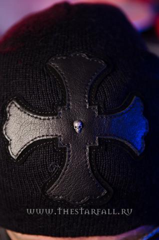 Шапка Сrucifix от 7.17 Studio Luxury с кожаным крестом перед