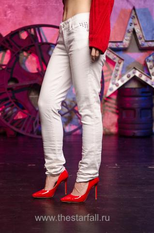 Affliction | Джинсы Raquel Tara White 111SK047 на модели
