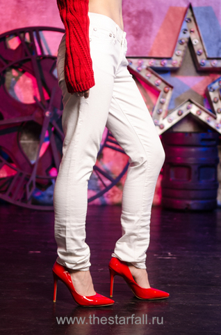 Affliction | Джинсы Raquel Tara White 111SK047 на модели 2