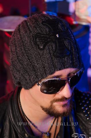 Шапка и шарф Glow от 7.17 Studio Luxury шапка на модели правый бок