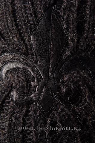 ШАПКА DEMON RIFF DR2234103 кожаная нашивка геральдическая лилия спереди